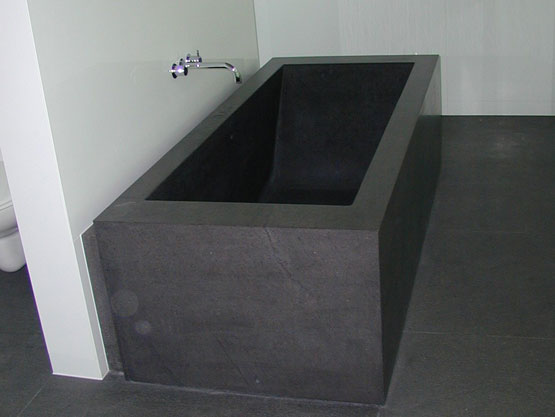 ONYX BATHTUB